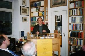 Mai 2004: Tim Hagemann liest aus seiner Kierkegaard-Übersetzung